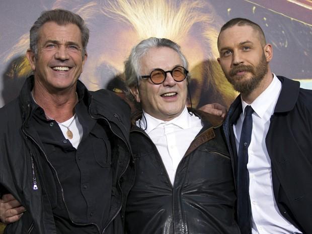 Mel Gibson, o diretor George Miller e Tom Hardy na estreia de 'Mad Max' em Hollywood, na Califórnia, nesta quinta (7) (Foto: REUTERS/Mario Anzuoni)
