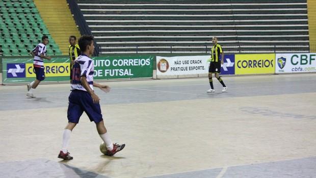 Com dois gols na partida, Danilinho foi o destaque do Piauí (Foto: Wenner Tito/Globoesporte.com)
