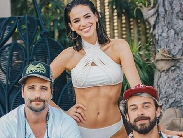 Bruno Gagliasso e Bruna Marquezine com amigo (Foto: Reprodução/Instagram)