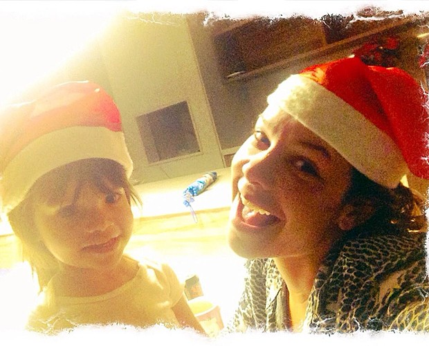 Fê Souza e a fofíssima sobrinha comemorando o Natal (Foto: Arquivo pessoal)