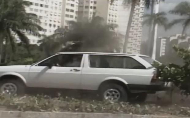 Jô corre para encontrar Fábio, mas sofre um acidente de carro