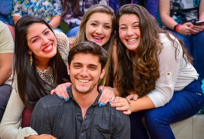 Gissoni Estúdio C e fãs (Foto: Priscilla Fiedler/RPC)