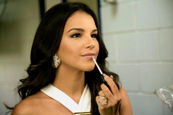 Mari não dorme maquiada de jeito nenhum e diz os produtos que usa para limpar a pele (Foto: Isabella Pinheiro/Gshow)