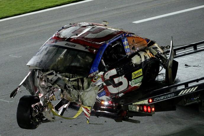 Estado do carro de Austin Dillan após o acidente na Nascar em Daytona (Foto: Getty Images)