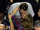 Tom Brady fatura o Super Bowl e ganha beijão de Gisele Bündchen
