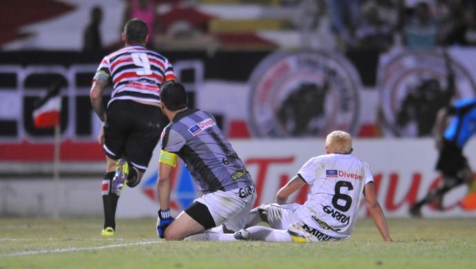 Santa Cruz x Central segundo gol de Betinho 1 (Foto: Aldo Carneiro/Pernambuco Press)