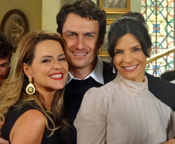 Vivianne, em 2014, com parte do elenco de 'Em Família' (Foto: Em Família / TV Globo)