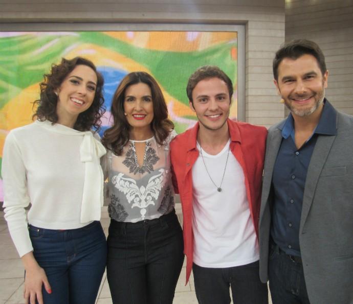 Fátima ao lado dos convidados: Marianna Armellini, Miguel Roncato e Dr. Fernando (Foto: Renata Viot / Gshow)