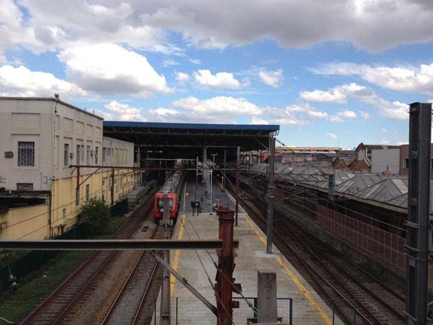 Plataformas da estação Brás estavam vazias na tarde deste sábado (Foto: Roney Domingos/G1)