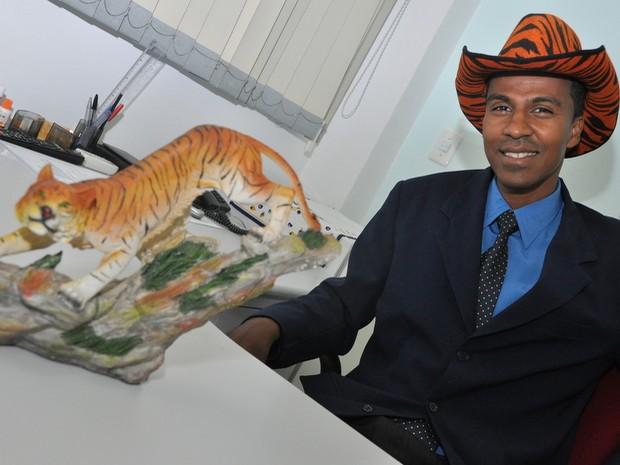 Tigre é uma das peças que vão compor o estilo Tigro, a lá Clodovil, em seu gabinete  (Foto: Divulgação)