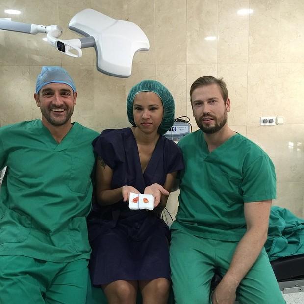 Ex-BBB Ariadna em uma clínica em Málaga, na Espanha (Foto: Instagram/ Reprodução)