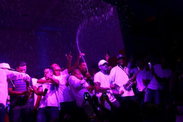 Nego do Borel faz chover espumante importado em festa de aniversário no Rio (Foto: Isac Luz/EGO)