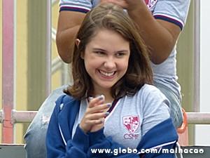 Clara na torcida por Vitor (Foto: Malhação / TV Globo)