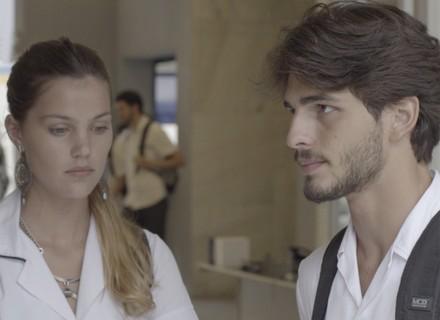 Teaser: Roger decide pedir desculpas para Luciana