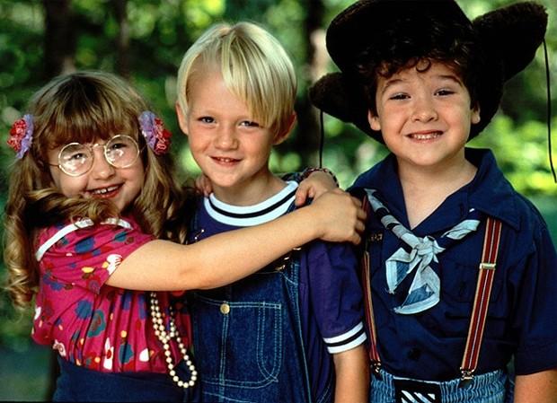 Mason Gamble, Amy Sakasitz e Kellen Hathaway viveram Dennis, Margareth e Joey em Dennis, o Pimentinha (1993) (Foto: Reprodução)