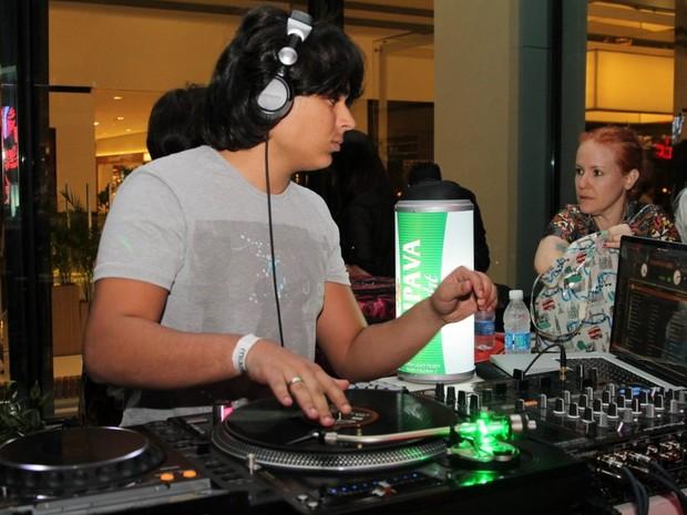 Igor, filho de Zeze di Camargo, se apresenta como DJ (Foto: Thiago Duran/AgNews)