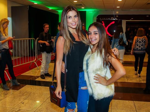 Flávia Viana e a filha, Sabrina, em pré-estreia de filme em São Paulo (Foto: Manuela Scarpa/ Brazil News)
