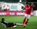Ceará sente fisgada na coxa direita e vira preocupação no Inter