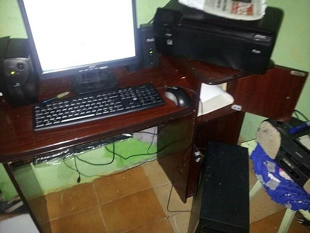 Polícia apreendeu computador, impressora e cartuchos de tinta  (Foto: Divulgação/Polícia Militar)