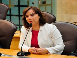 Larissa Rosado durante sessão na Assembleia Legislativa (Foto: Divulgação/Assembleia Legislativa)