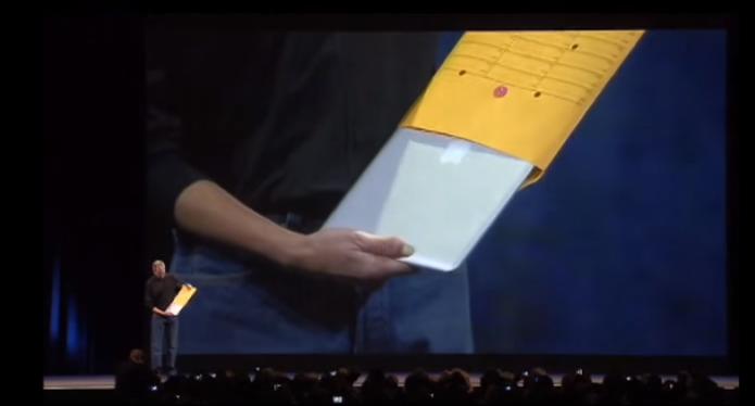 MacBook Air foi apresentado por Steve Jobs dentro de um envelope (Foto: Reprodução/Apple)