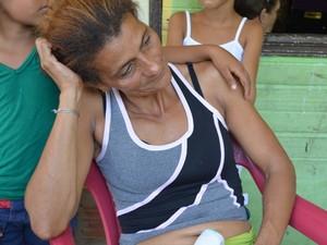 Mãe de jovem culpa hospital por negligência (Foto: Vanísia Nery/G1)
