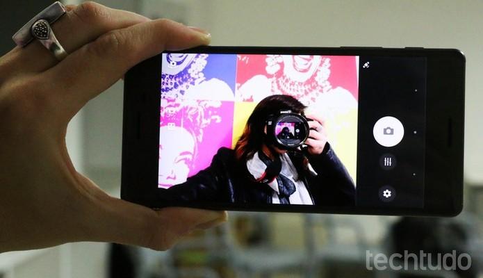 Xperia X traz uma câmera de 13 megapixels frontal (Foto: Luciana Maline/TechTudo) (Foto: Xperia X traz uma câmera de 13 megapixels frontal (Foto: Luciana Maline/TechTudo))