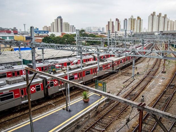Trens parados na Estação Brás da CPTM durante a greve de ferroviários nesta quarta-feira (Foto: Cris Faga/Fox Press Photo/Estadão Conteúdo)