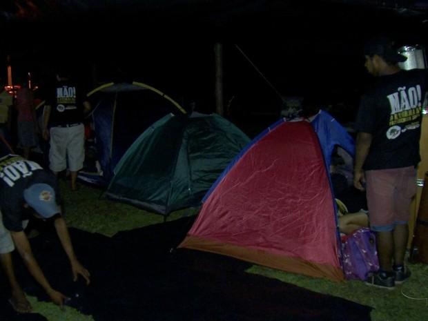 Manifestantes passaram a noite em frente à casa de Marun (Foto: Reprodução/TV Morena)