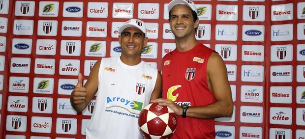 Felipe e Valter vão representar o Botafogo no futevolei (Foto: Cleber Akamine)