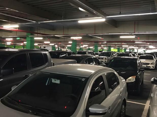 Infraero informou que número de vagas será ampliado no estacionamento do aeroporto de Salvador (Foto: Alan Tiago Alves/G1)