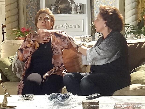 A mãe de Théo passa mal com imagens (Foto: Salve Jorge/TV Globo)