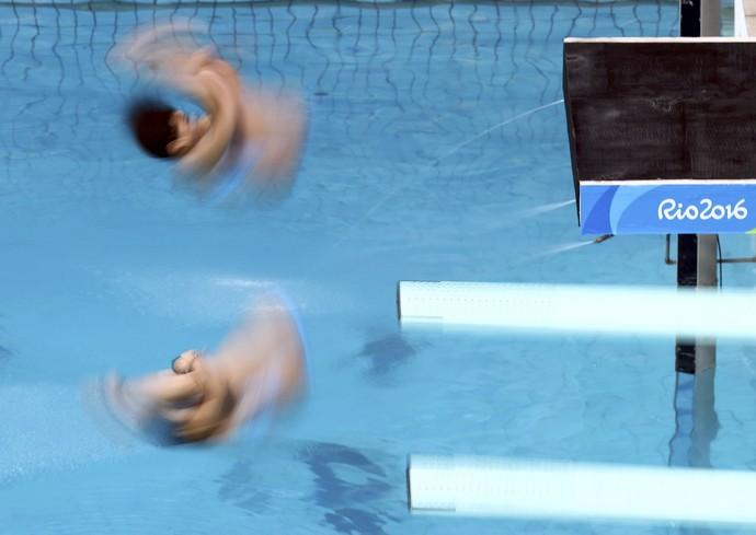 Cheong Jun Hoong e Sabri Nur Bhabitah no nado sincronizado (Foto: Reuters)