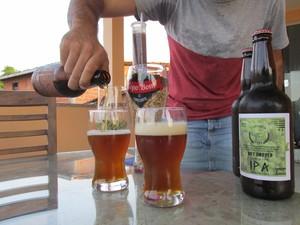 Capivara Beer faz sucesso entre os familiares e amigos de Pedro Henrique (Foto: Fernando Brito/G1)
