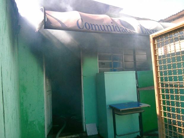 Interior do imóvel foi destruído pelo fogo (Foto: Cláudio Nascimento / TV TEM)