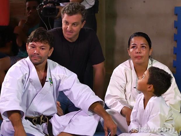 Luciano Huck conversa com Adaías e Edvane (Foto: Caldeirão do Huck/TV Globo)