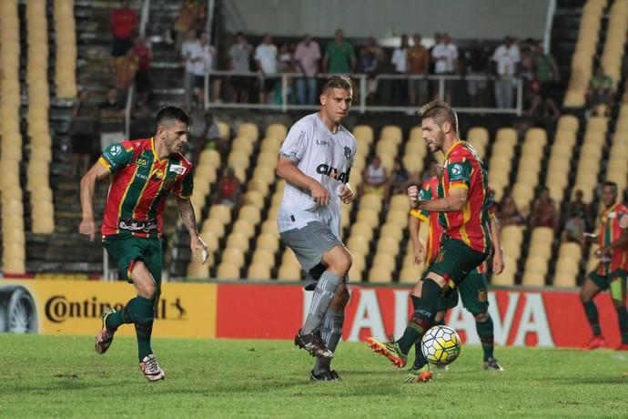 Sampaio e Figueirense pela Copa do Brasil no Castelão (Foto: Biaman Prado / O Estado)