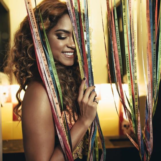 Lucy Alves em nada lembra a finalista do The Voice Brasil, que conquistou o país com sua sanfona (Foto: Divulgação)