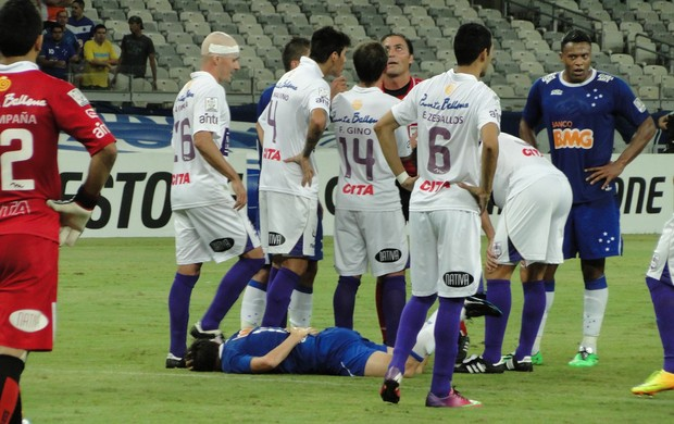 Dagoberto confusão Cruzeiro x Defensor (Foto: Marco Astoni)