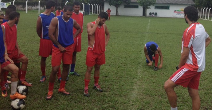 Athirson se apresenta e realiza trabalho rápido com grupo  (Foto: Paulinho Cavalcante/ Diretor de futebol )