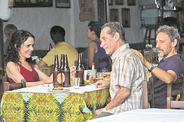 Silvia Buarque, Chico Diaz e Emilio de Mello filmam 'Montanha russa' (Foto: Andréa Testoni)