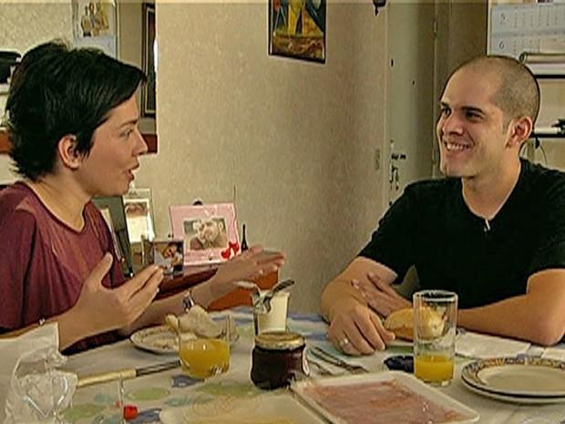 Nádia Bocchi conversa com Rodrigo após o 'dia de fúria' do rapaz (Foto: Mais Você / TV Globo)