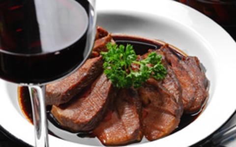 Molho de vinho tinto para carnes