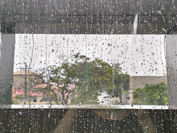 Chuva volta a Campo Grande após dias de calor intenso (Foto: Juliene Katayama/G1 MS)