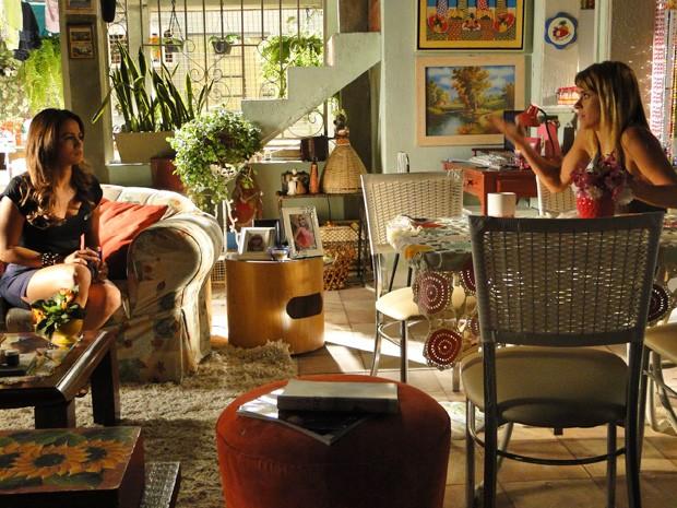 Jéssica começa a perder a esperança de conversar com Helô (Foto: Salve Jorge/TV Globo)