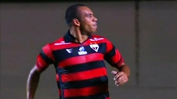 Robston comemora gol contra a Aparecidense (Foto: Reprodução / PFC)