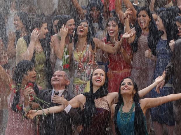 Quengas festejam (Foto: Gabriela/TV Globo)