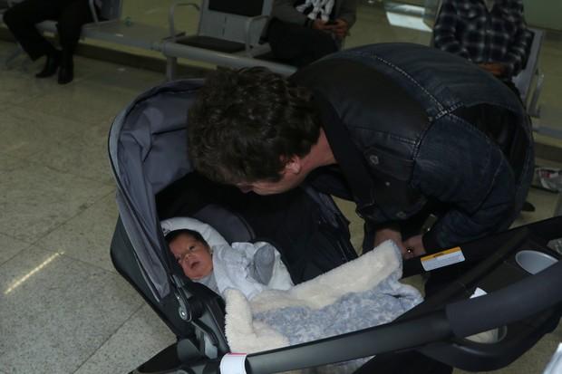 Hudson com o filho (Foto: Thiago Duran / AgNews)