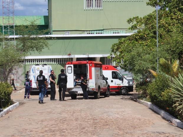 Três presos ficaram feridos durante rebelião na Casa de Custódia (Foto: Catarina Costa / G1)