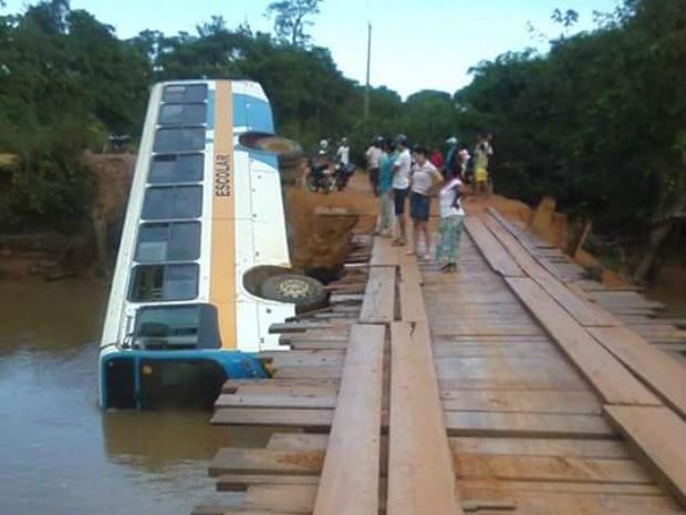 Acidente aconteceu em linha rural de Alto Paraíso, nesta terça (Foto: Alerta Notícias/Reprodução)